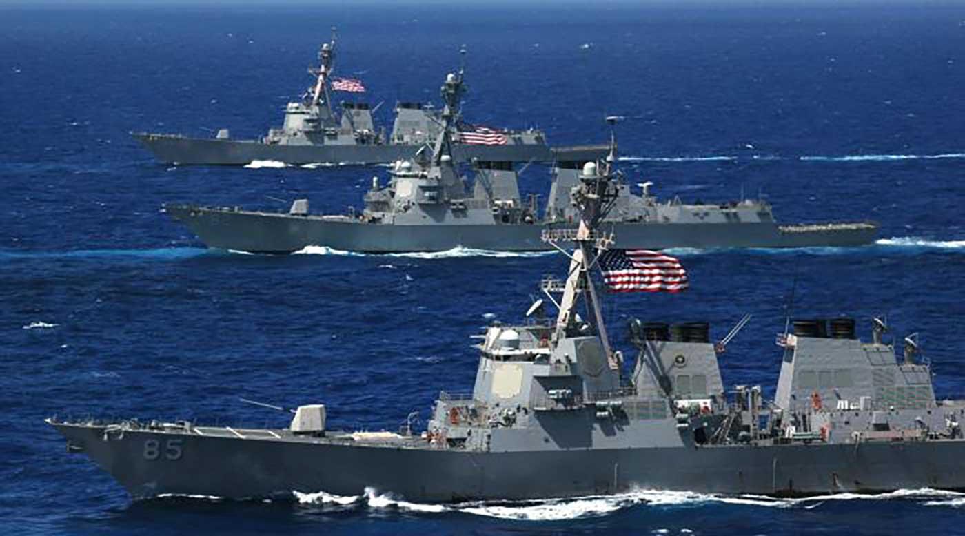 """قطع بحرية إيرانية تقترب من سفن أمريكية بشكل """"عدواني""""في الخليج"""