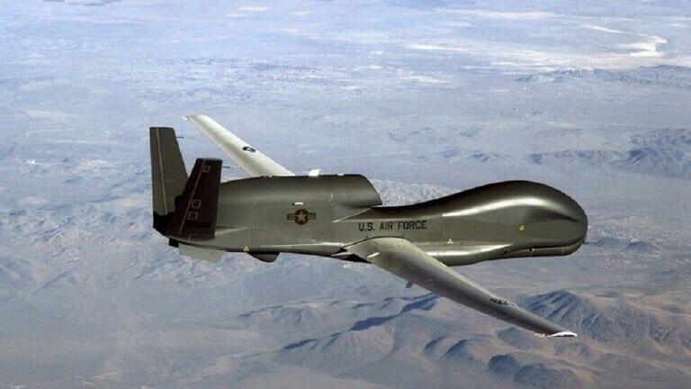 روسيا تطلق التدريبات العسكرية في القرم وتحليق مكثف لطائرة تجسس أمريكية يستبق التدريبات