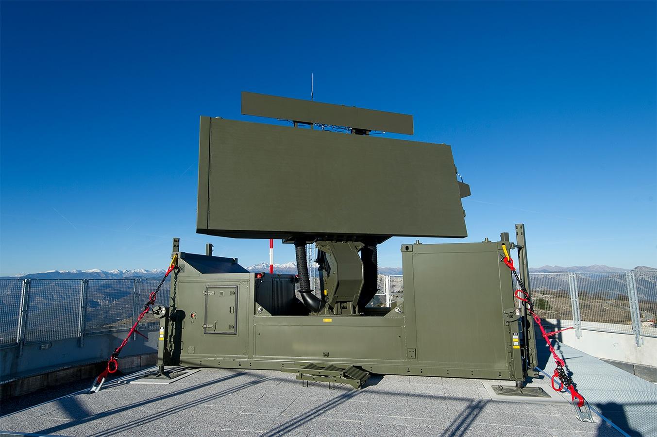 مصر تتسلم أربعة رادارات دفاع جوي من طراز GM 400 فرنسية الصنع