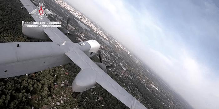 الجيش الأمريكي يختبر إطلاق طائرة بدون طيار ALTIUS من مركبة خفيفة