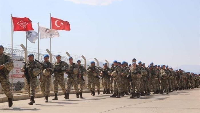 الجيش السوري يحشد قواته بمحيط إدلب تمهيدا لتصعيد كبير وتركيا ترد بحشد قواتها