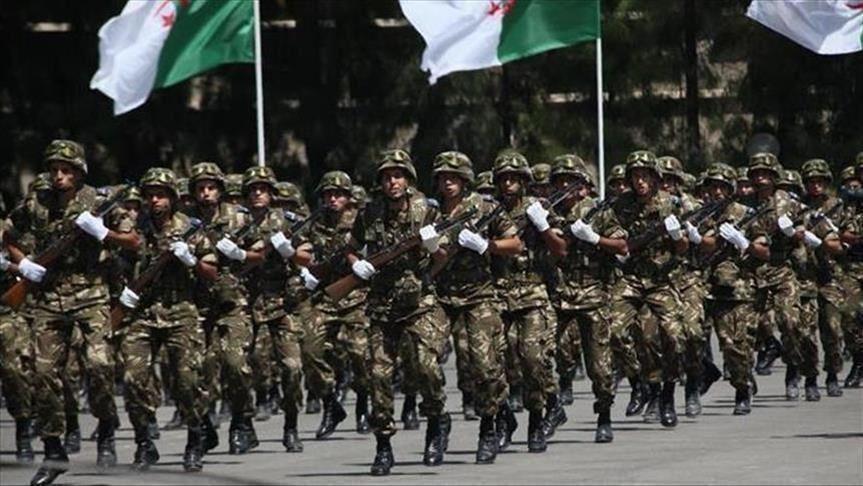 الرئيس الجزائري يمهد لفكرة تكليف الجيش الجزائري بمهام عسكرية خارجية
