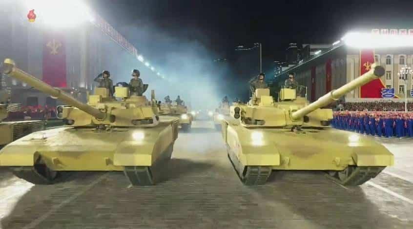 """بيونغ يانغ تعرض دبابة قتال رئيسية جديدة """"بلا إسم"""" مهجنة من """"أرماتا"""" و """"أبرامز"""""""