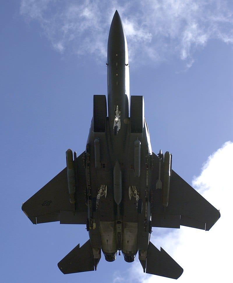 شاهد بالفيديو المقاتلة F-15SA تدمر هدف سطحي في بحر العرب
