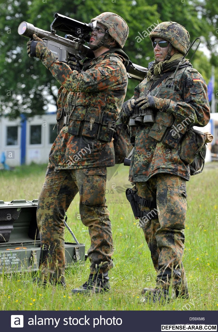 agerman-bundeswehr-soldier-aims-with-a-stinger-surface-to-air-missile-D59XM6.jpg