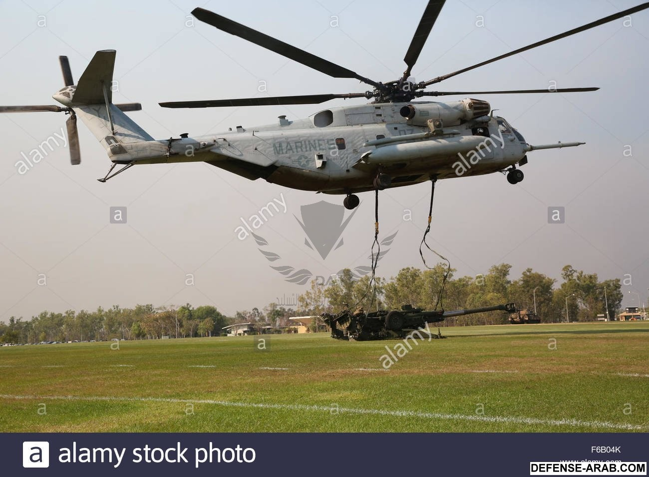 a-us-marine-corps-ch-53e-super-stallion-helicopter-with-marine-heavy-F6B04K.jpg