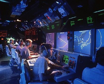 440px-USS_Vincennes_(CG-49)_Aegis_large_screen_displays.jpg