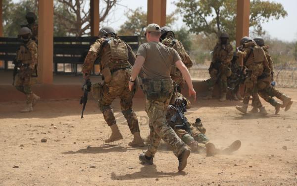 Czech-and-Malian-soldiers-train-during-Flintlock-2019.jpg