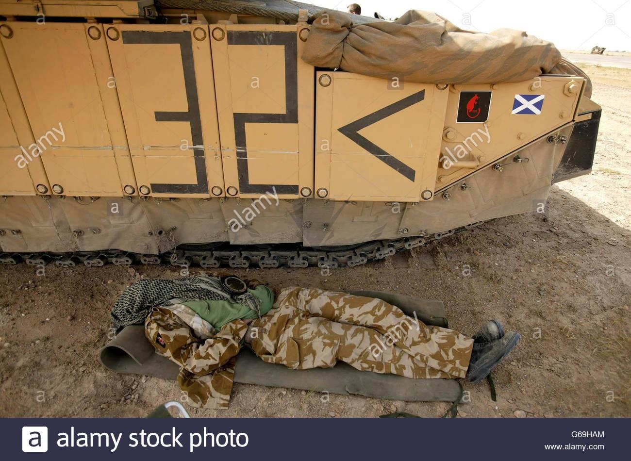iraq-war-challenger-2-tank-crew-G69HAM.jpg