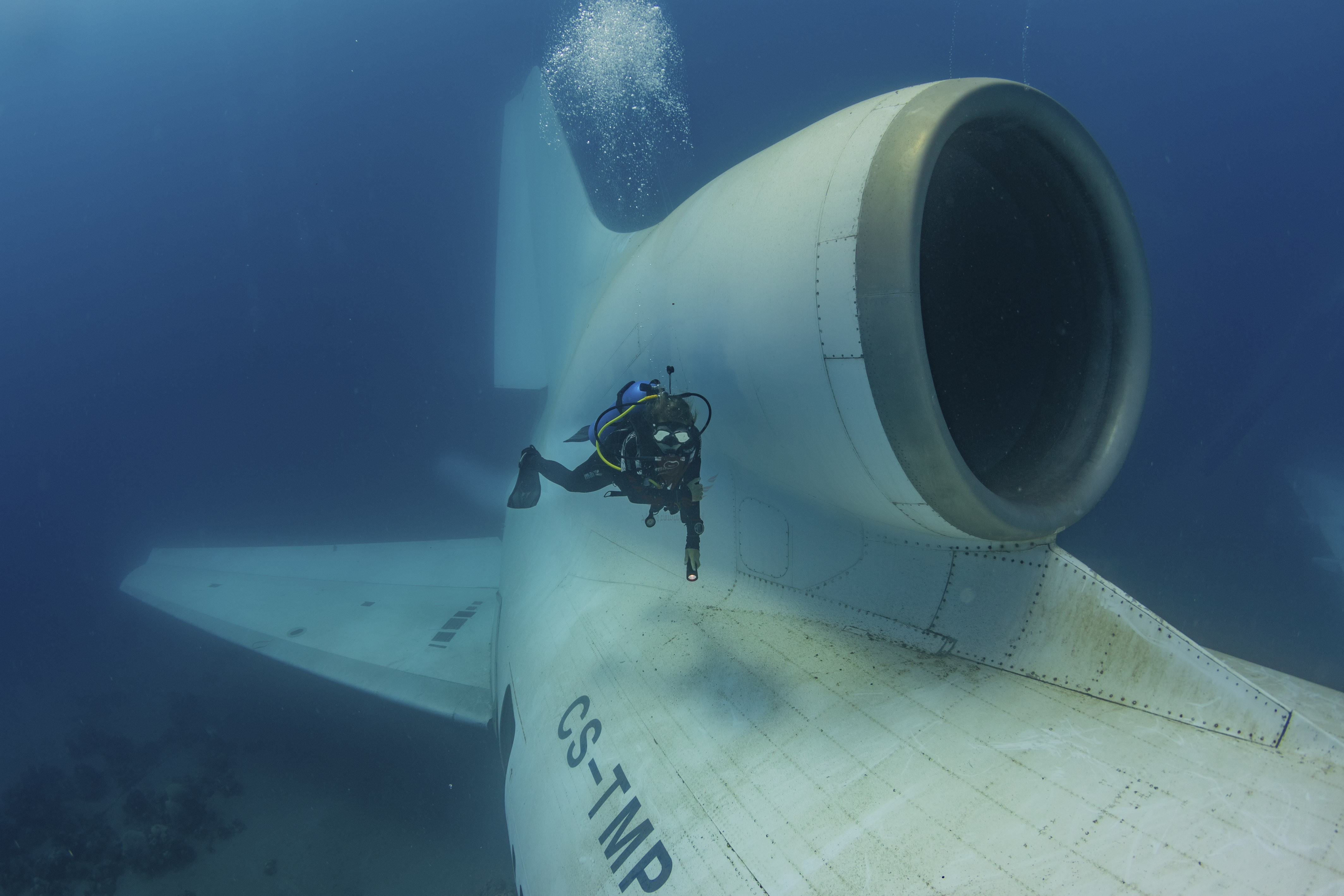 CATERS_Diving_a_sunken_plane_011-1.jpg
