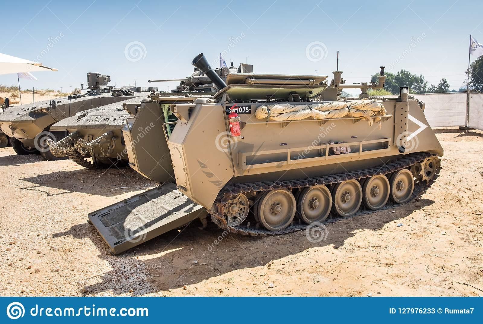cardom-hatchet-israeli-mm-recoil-mortar-system-holon-israel-september-cardom-hatchet-israeli-m...jpg