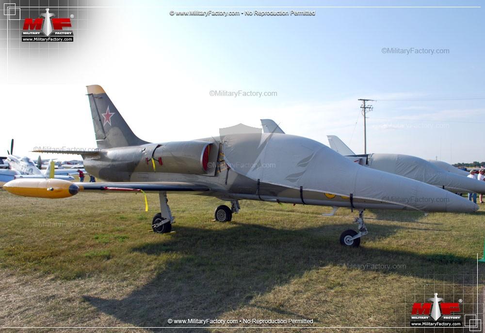 aero-l39-albatros-advanced-jet-trainer-light-strike-aircraft-czechoslovakia_9.jpg