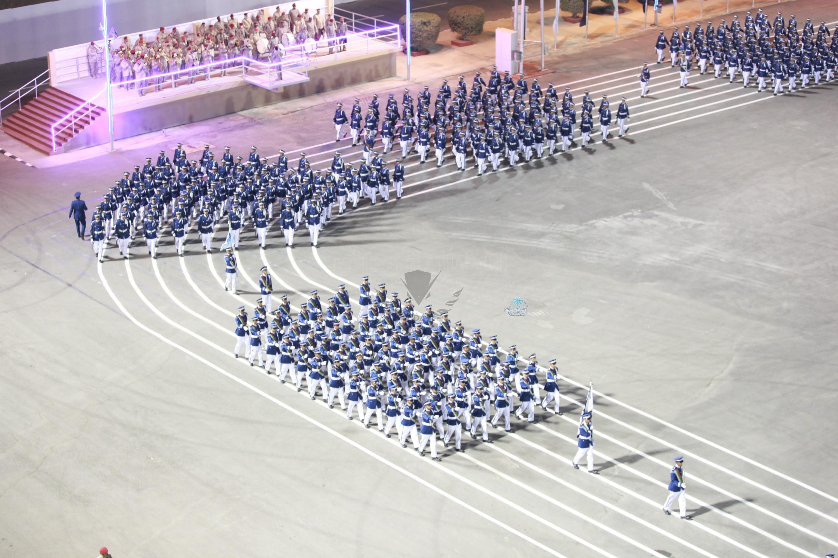 جانب-من-العرض-العسكري-خلال-حفل-التخرج.jpg