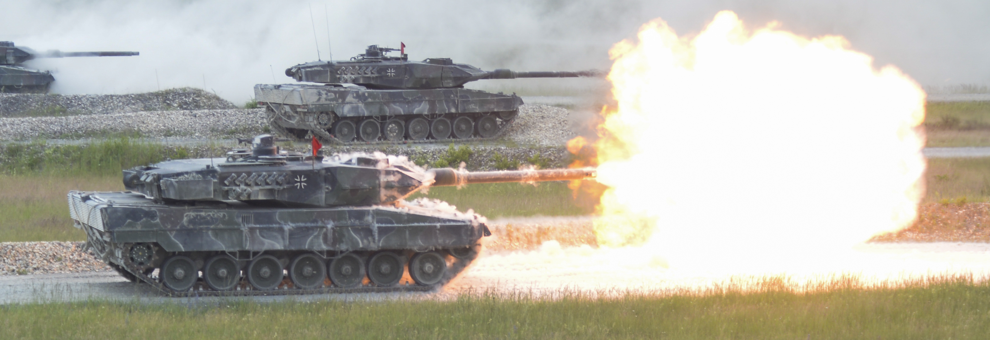 German_Leopard_2A6_from_3rd_Panzer_Battalion_fires_it's_main_gun_during_the_shoot-off_of_Stron...jpg
