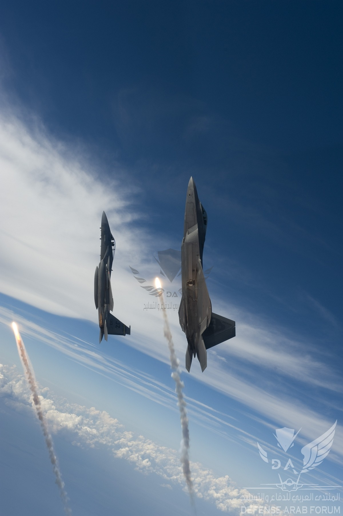 gpw-20060914-UnitedStatesAirForce-080827-F-4177H-103-F-22A-Raptor-and-F-15-Eagle-fire-flares-G...jpg