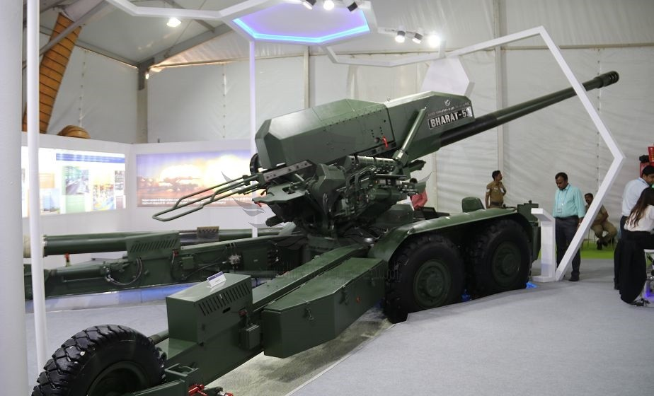 Kalyani_Group_Bharat_52_caliber_155mm_autonomous_towed_howitzer_at_DefExpo_2018_925_001.jpg