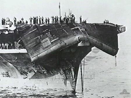 USS_Bennington_(CV-20)_with_damaged_flight_deck_1945.jpg