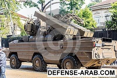 système-de-missiles-sol-air-k-osa-ak-sur-le-défilé-militaire-de-matériel-71006885.jpg
