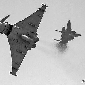 قتال قريب بين مقاتلة F-15C و EF-Typhoon